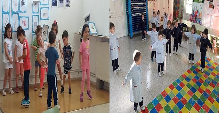 niños-escuela-jugando-estatua